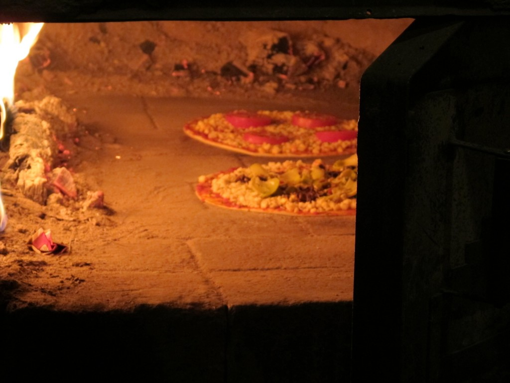 Our Otavalo pizzas cooking in a flash!